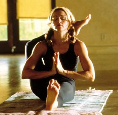 madonna_yoga3